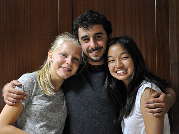 Gonzalo and the girls